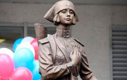 В Печатниках открыли памятник «Фронтовая медсестра»