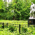 Памятник в лесу д. Храброво