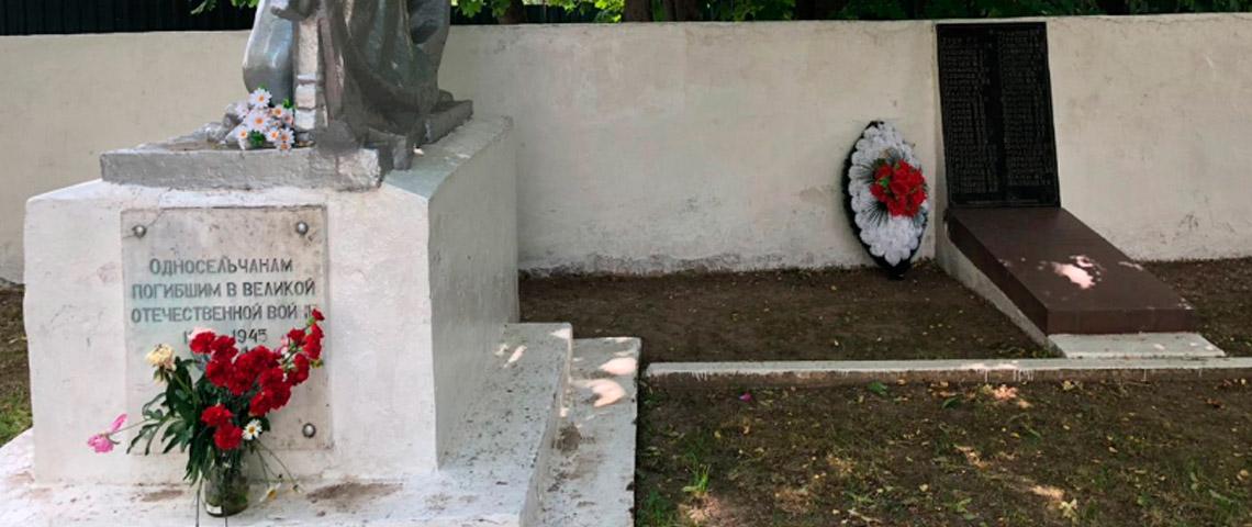 Активисты ОНФ помогли установить памятные доски о земляках д. Захарково