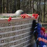 Обелиск павшим воинам в годы ВОВ и Танк Т-80