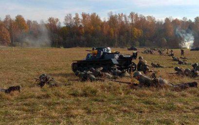 Реконструкторы попытались воссоздать один из этапов битвы под Москвой
